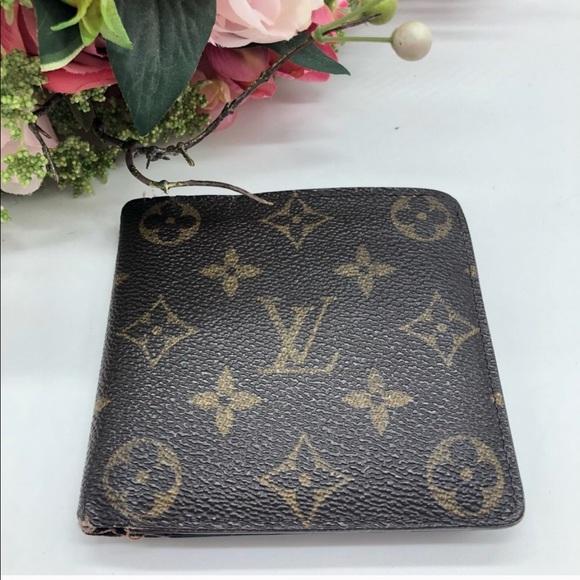 Louis Vuitton Handbags - Authentic Louis Vuitton monogram bifold wallet